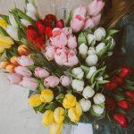 Фото 73: Разноцветный букет из тюльпанов на 8 марта