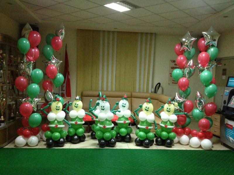 Украшение зала шариками ко Дню Защитника Отечества