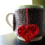 Фото 36: Вязаное украшение на кружку на 14 февраля