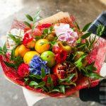 Фото 27: Фруктовый букет с цветами