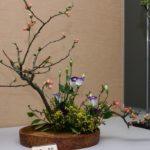 Фото 46: Икебана из веток и цветов на 8 марта