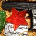 Фото 6: подарить набор мыла ко Дню Защитника Отечества с армейскими атрибутами