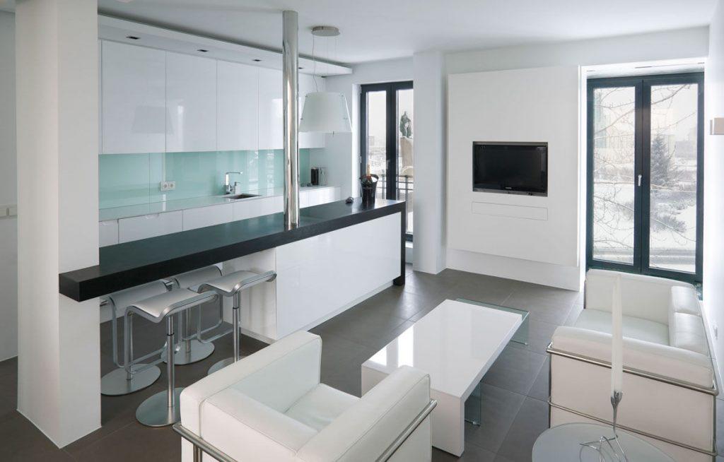 Барная стойка может быть хорошим скрепляющим элементом между гостиной и кухней