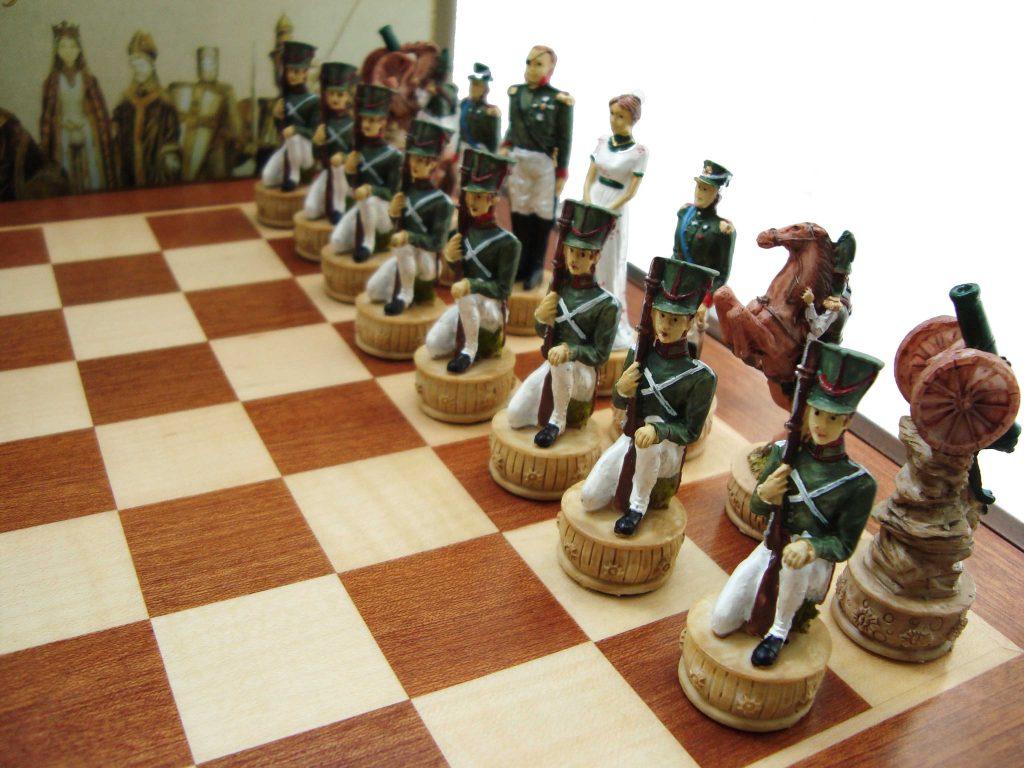 Дизайнерские шахматы с солдатиками ко Дню Защитника Отечества