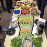 Фото 74: Оформление стола из блюд в виде русалки на 23 февраля