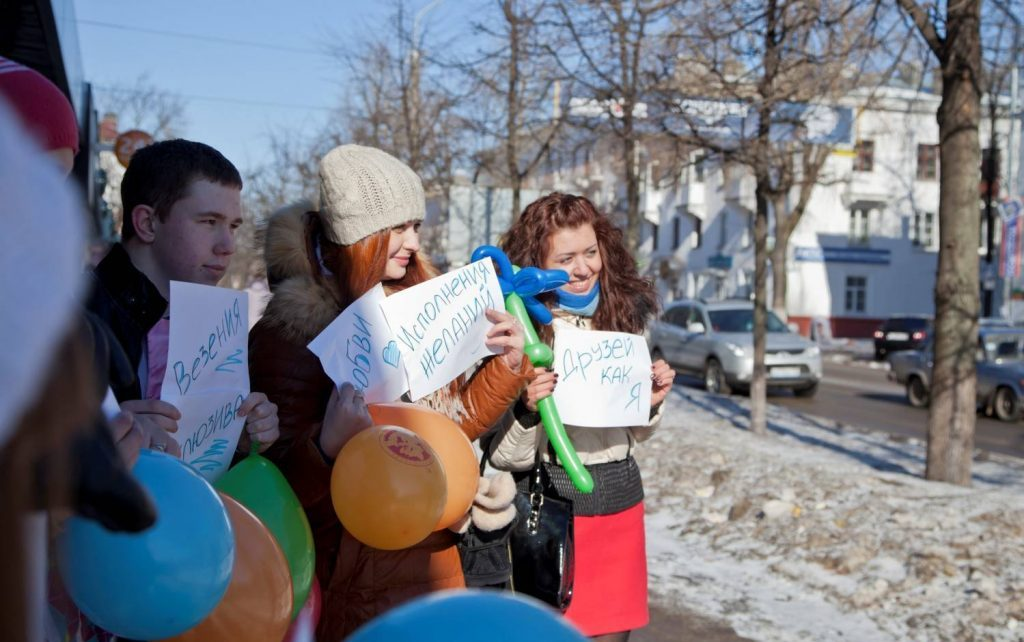 Поздравление учителей при входе в школу на 8 марта