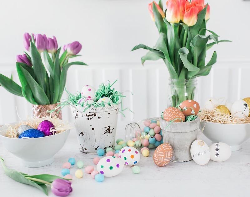 Первоцветы на столе к Пасхе