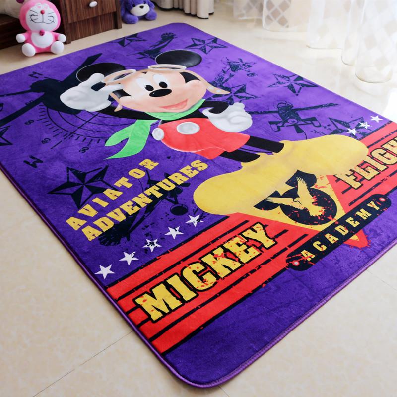 Для мальчиков детские ковры на пол оформляют изображениями героев мультфильмов