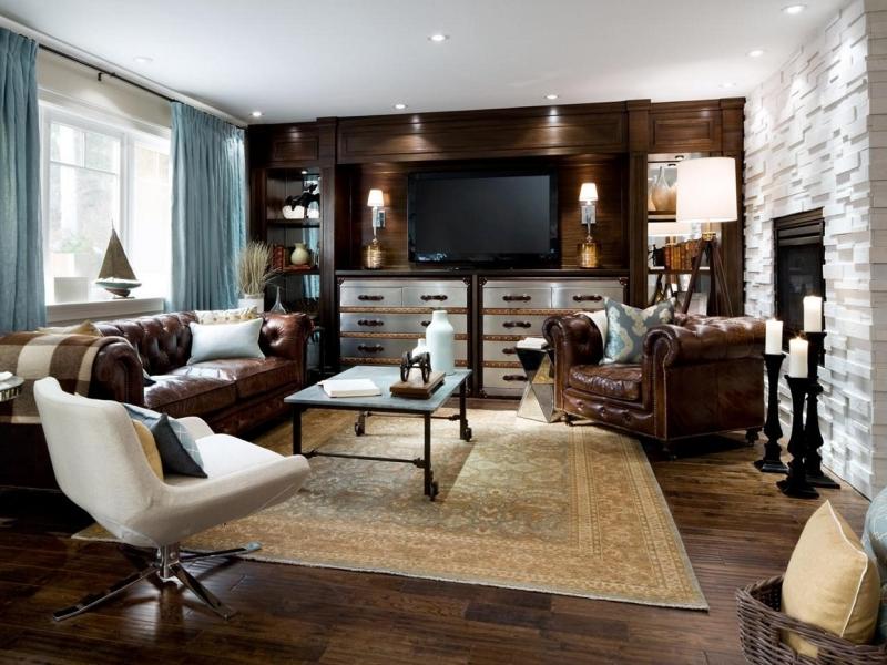 Если гостиная считается тем центром, вокруг которого собирается семья, друзья, родственники, то ковер, неизменно присутствующий в этой комнате, – сердце ее интерьера в целом