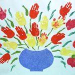 Фото 41: Рисунок ваза с цветами в виде ладошек своими руками