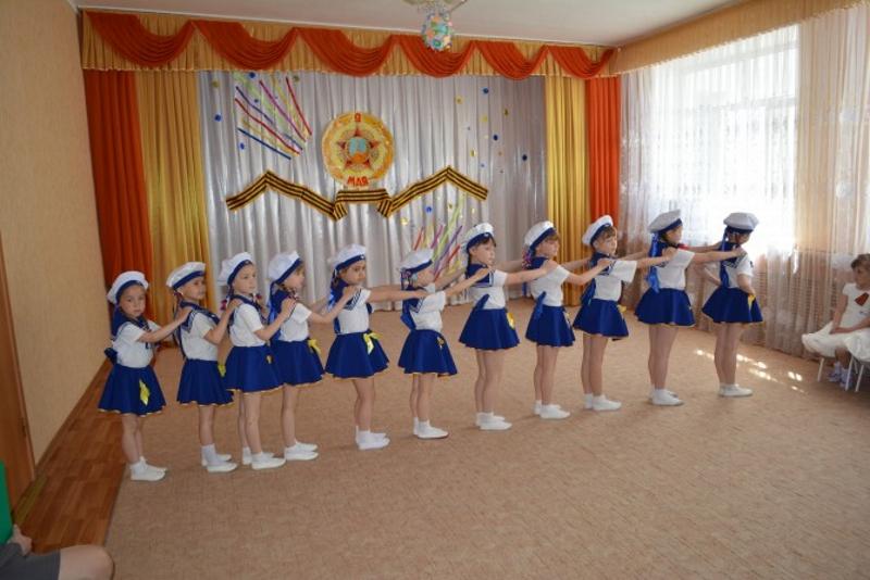 Танец девочек на 23 февраля Бескозырка