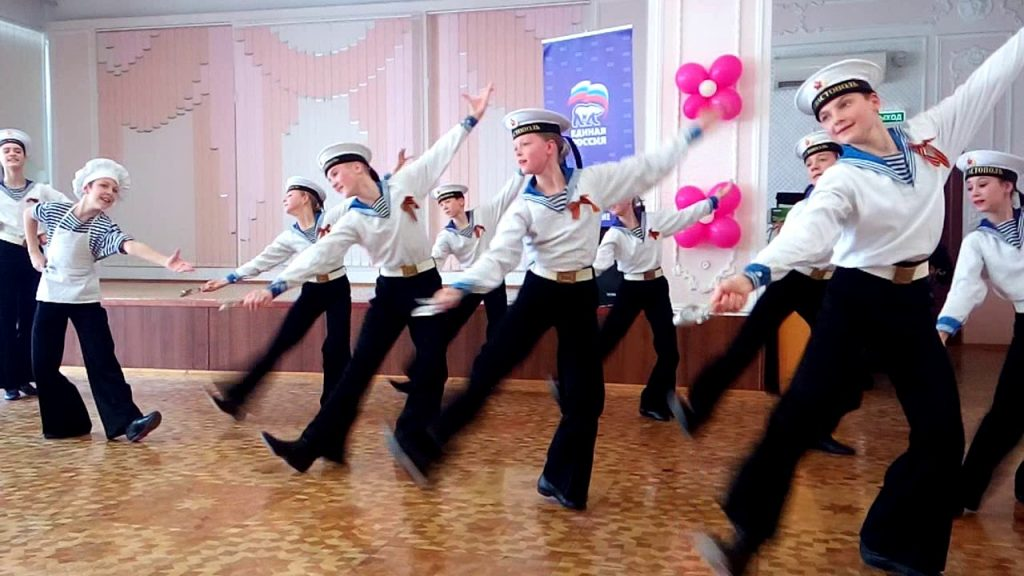 Матросский танец Яблочко  на 23 февраля