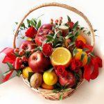 Фото 39: Фруктово-цветочный букет в корзинке