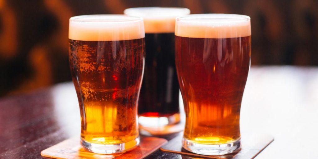 Эффективно справляется с загрязнениями на серебряных изделиях пиво