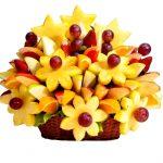 Фото 9: Фруктовый букет с цветами из ананасов