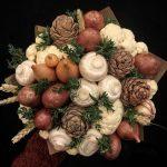 Фото 33: Овощной букет с грибами и шишками
