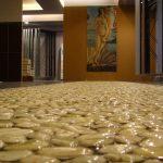 Фото 40: Наливной пол с 3Д рисунком влажных камней