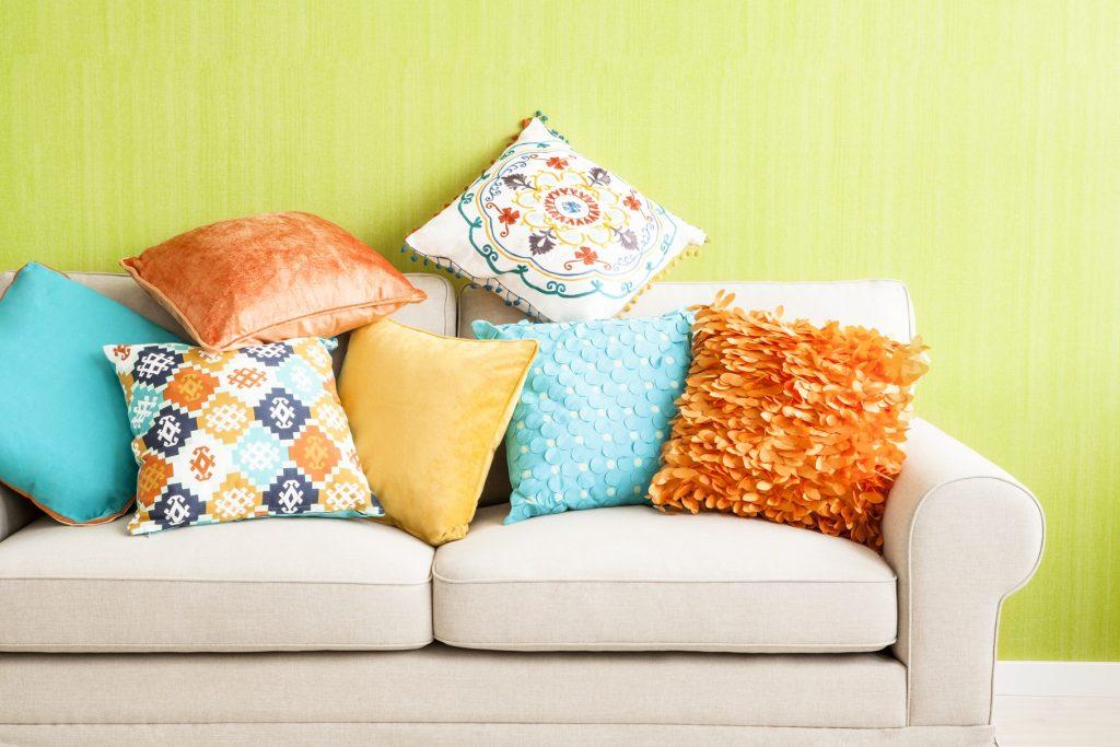 Декоративные подушки различной фактуры
