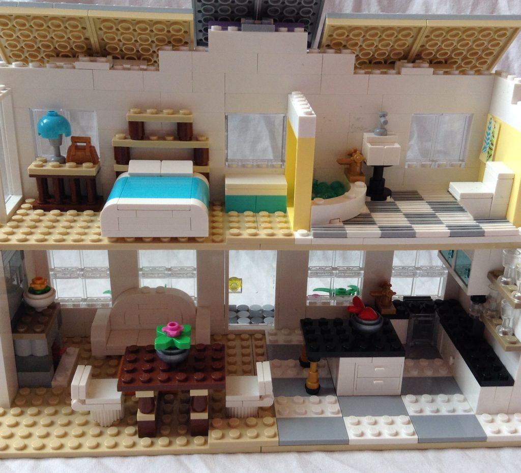 Лего-дом для кукол