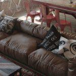 Фото 21: Подушки с печатью для лофт интерьера