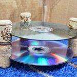 Фото 86: столик из диска и пробок