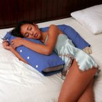 Фото 52: Подушка в виде руки