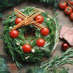 Фото 101: Салат в виде новогоднего венка