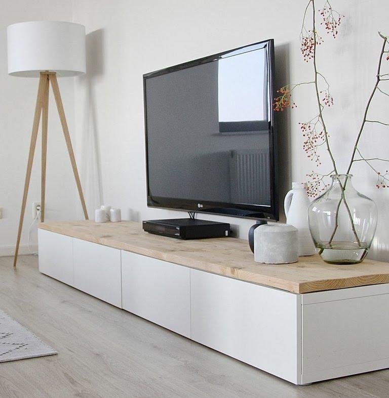 Декор стены возле телевизора