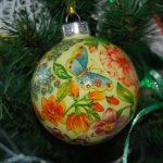 Фото 5: Декупаж на новогоднем шаре
