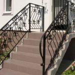 Фото 63: Крыльцо дома с лестницей фото