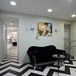 Фото 30: Место для ожидания в салоне красоты