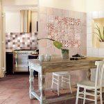 Фото 128: Плитка в стиле пэчворк на стене кухни
