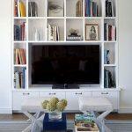 Фото 44: Полки вокруг телевизора на стене
