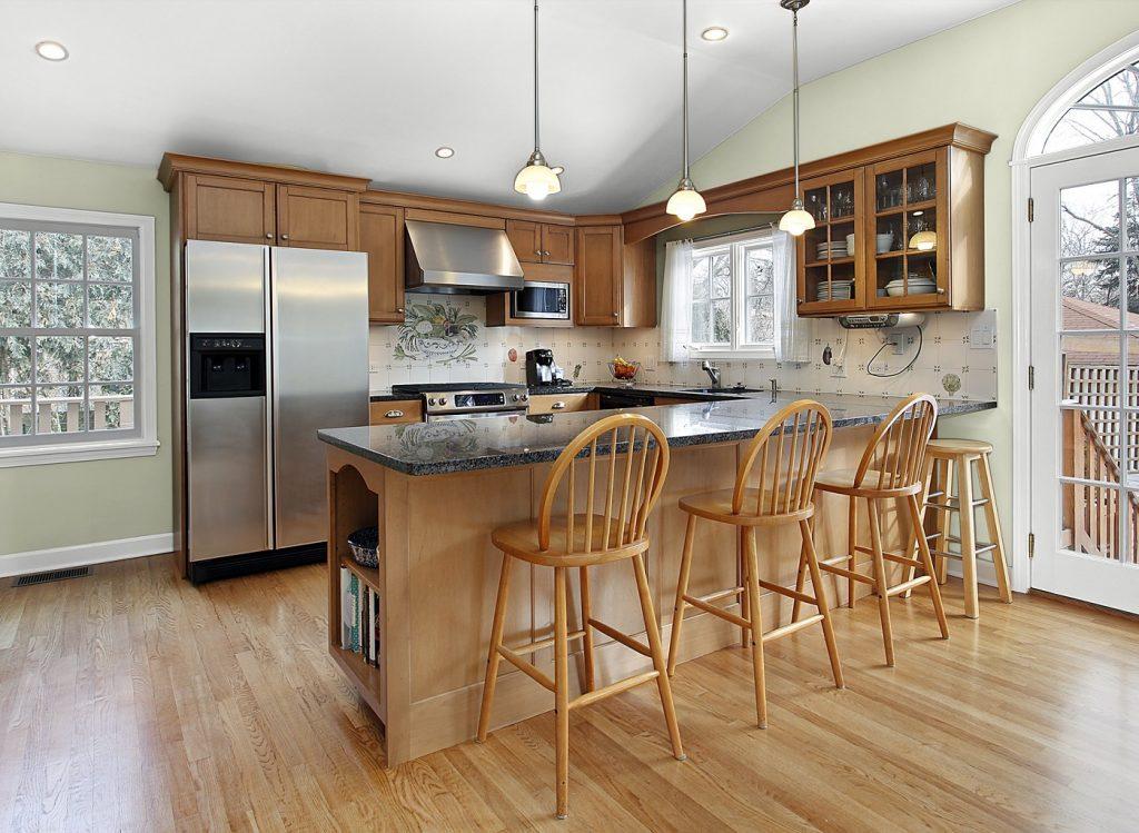 Теплый цвет стен на кухне