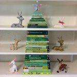 Фото 39: Расположение книг на полке в виде елочки