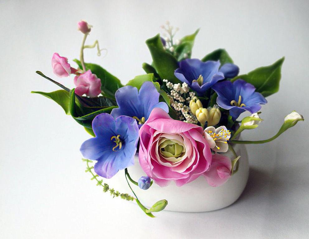 Ваза с цветами из холодного фарфора