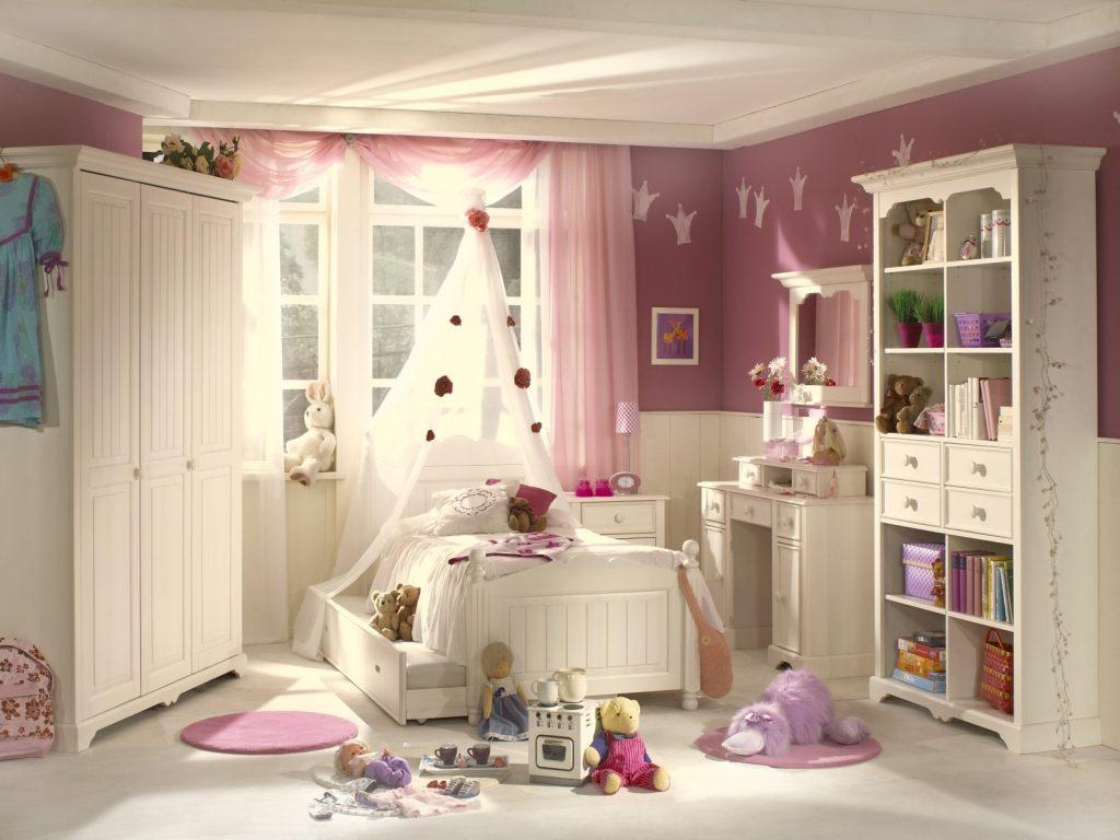 Мебель в комнате для девочек