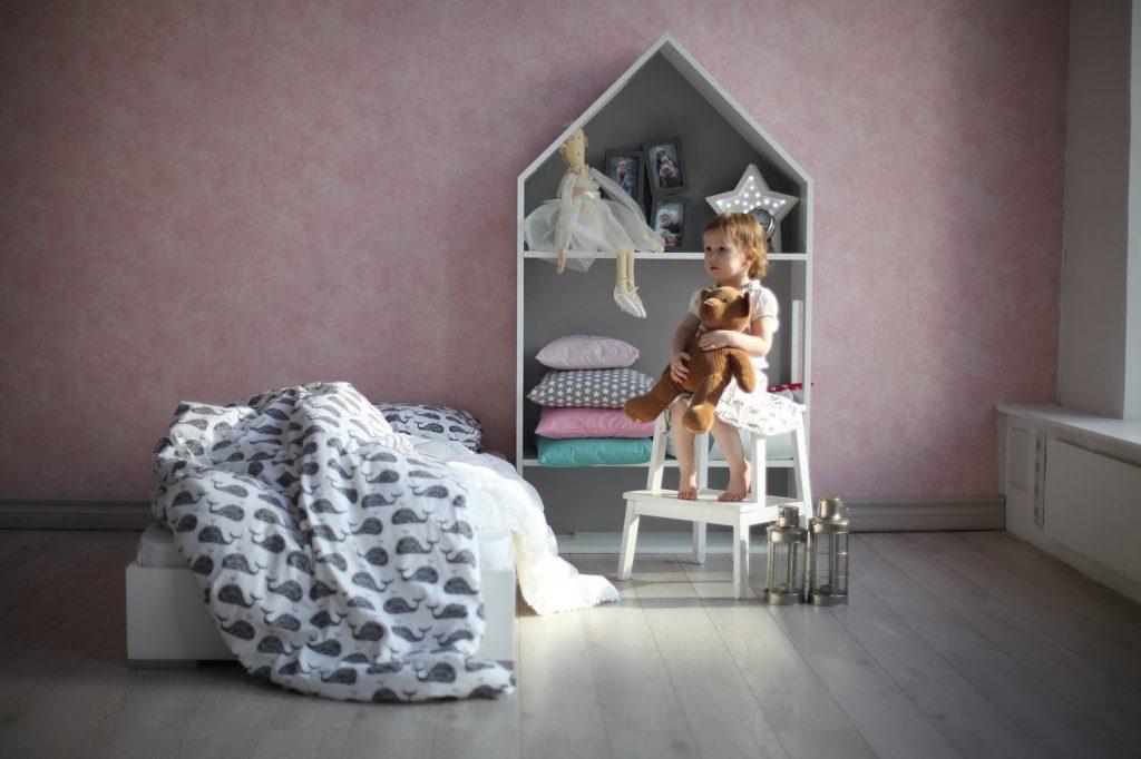 Полки-кукольный домик
