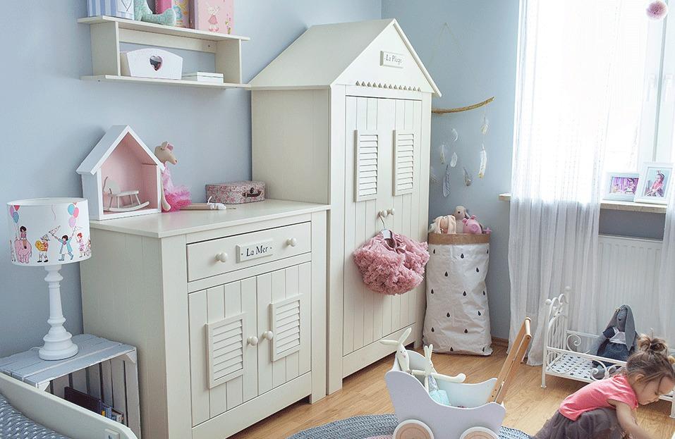 Светлая мебель в детской