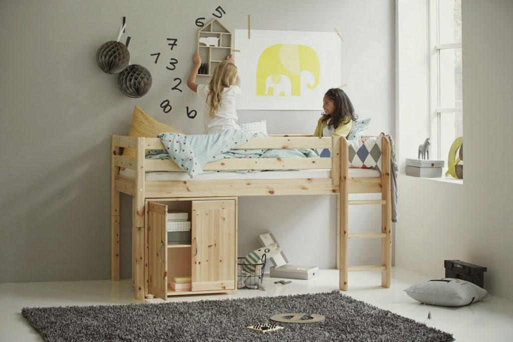 Натуральная мебель в детской
