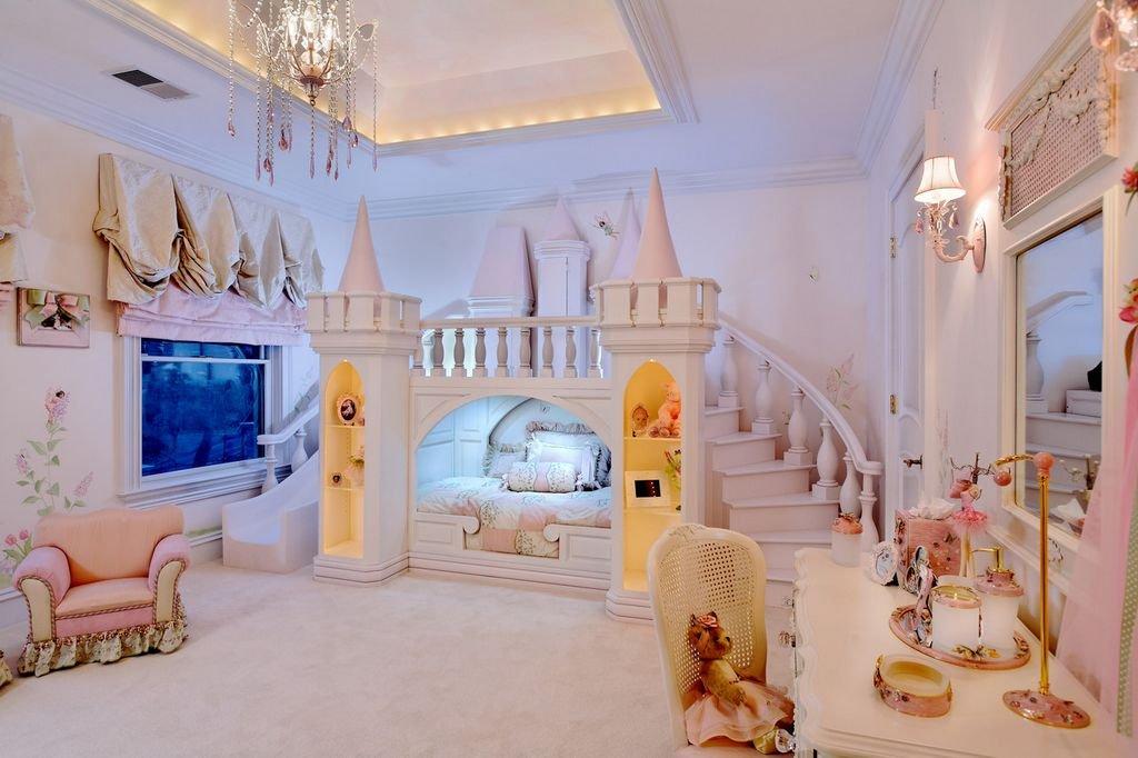 Замок в комнате для принцессы