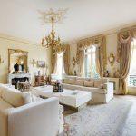 Фото 18: Золотистые шторы в классической гостиной