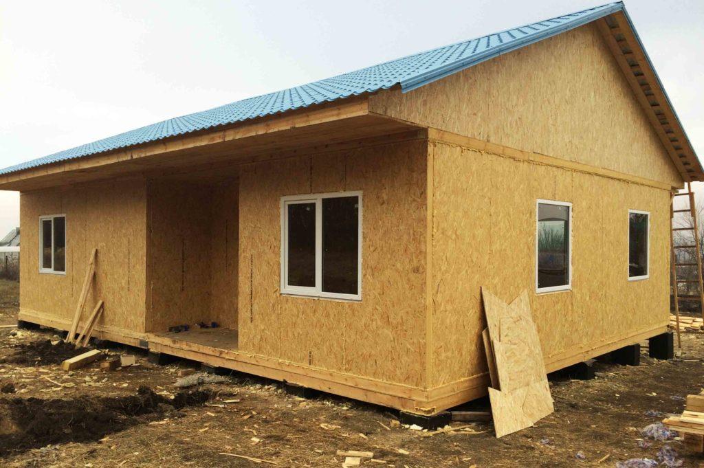 Установка окон и покрытие крыши