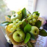 Фото 55: Виноград и яблоки - букет к 1 сентября