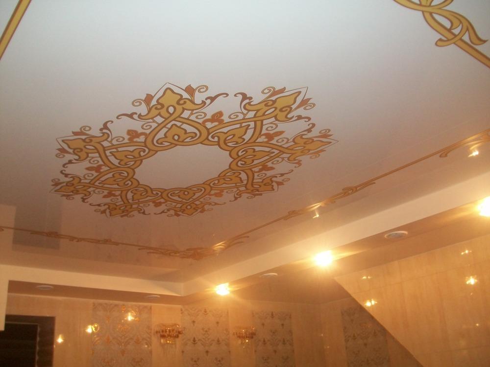 Тканевый натяжной потолок с рисунком