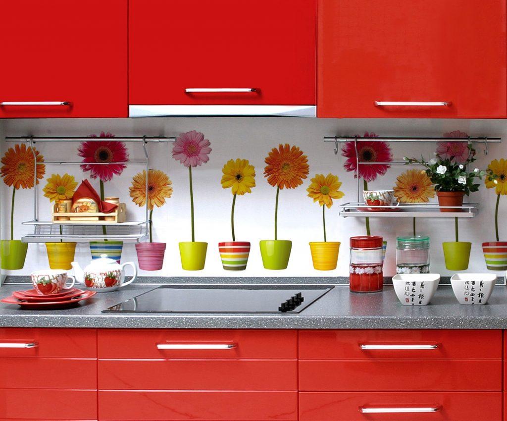 Дизайнерское оформление кухонного фартука фотопечатью - цветы в горшках