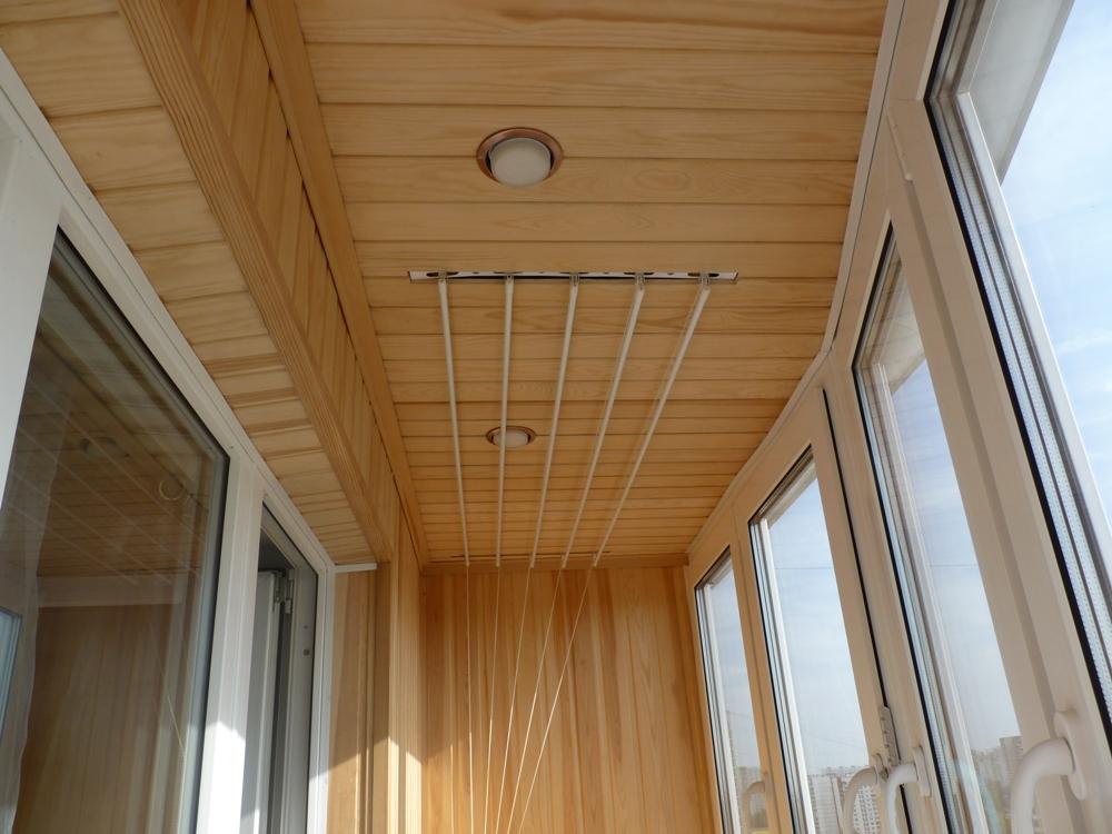 Остекление и облицовка потолка на балконе