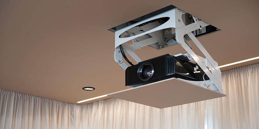 Установка проектора для домашнего кинотеатра