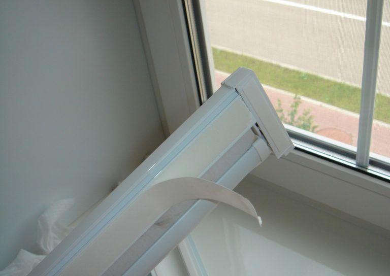 Фиксация римских штор к пластиковому окну