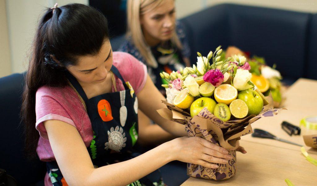 Оформление фруктового букета